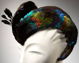 Hat of suede and Himalayan monal pheasant (Lophophorus impejanus), Lucienne Rabaté for Reboux, 1946, France. © Victoria and Albert Museum, London
